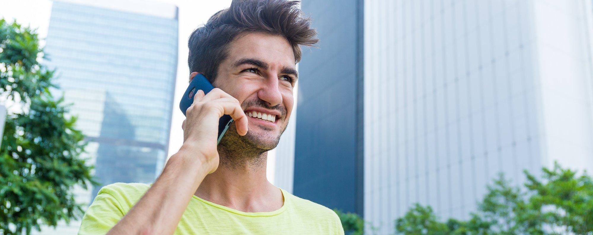 caucasian-man-talk-to-cellphone-at-outdoor-2TS7WEM